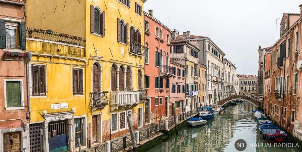 Canal veneciano en el distrito de Cannaregio