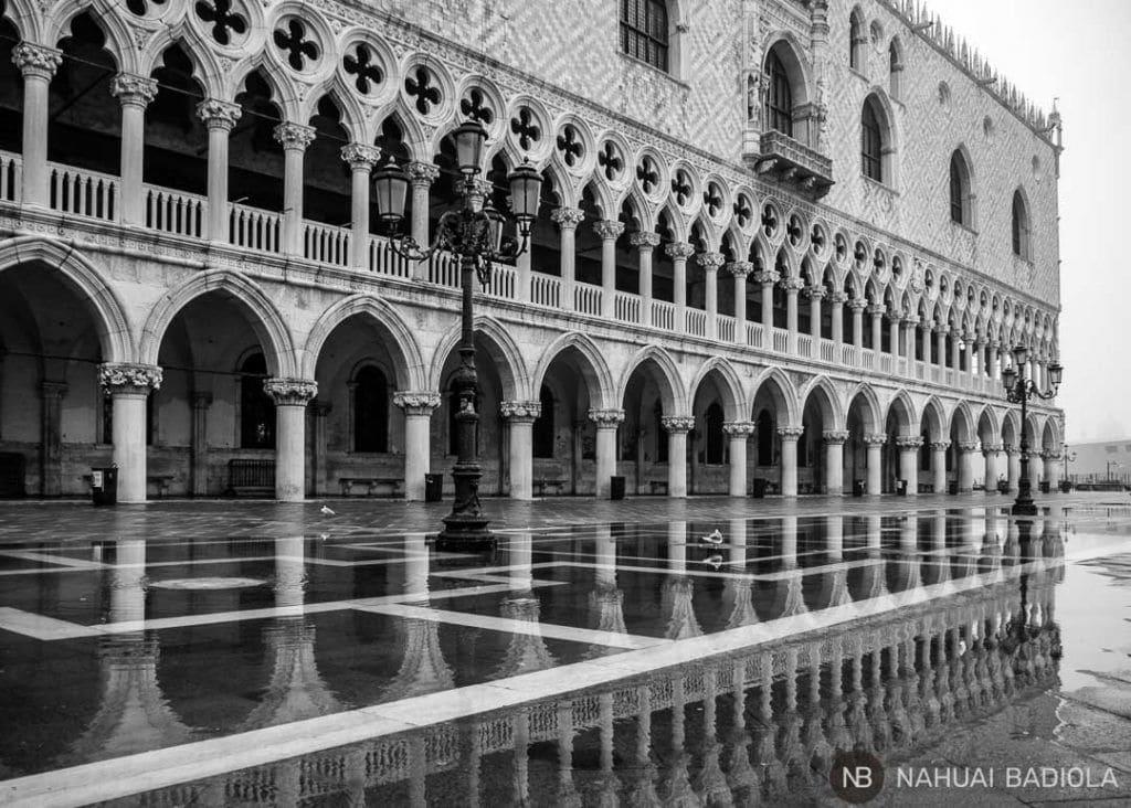 Palacio Ducal veneciano tras la lluvia