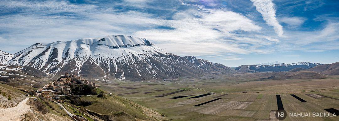 Castelluccio de Norcia y monte Vettore sobre el piano grande, Montes Sibilinos