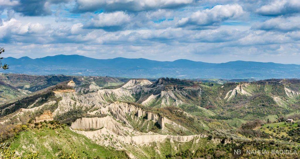 El valle de los páramos junto a la ciudad que muere, Italia
