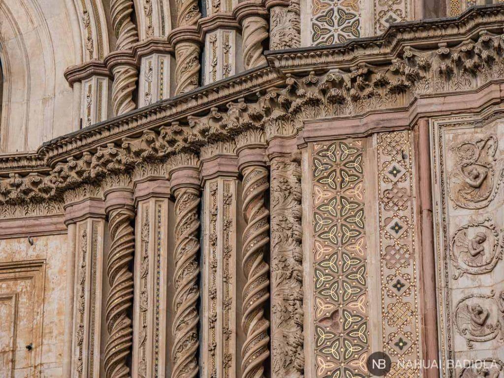 Fachada del duomo de Orvieto, Italia