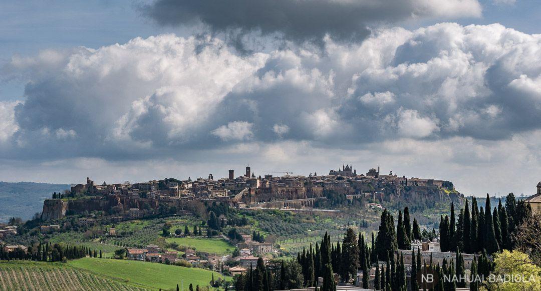 Orvieto visto desde lejos, Italia