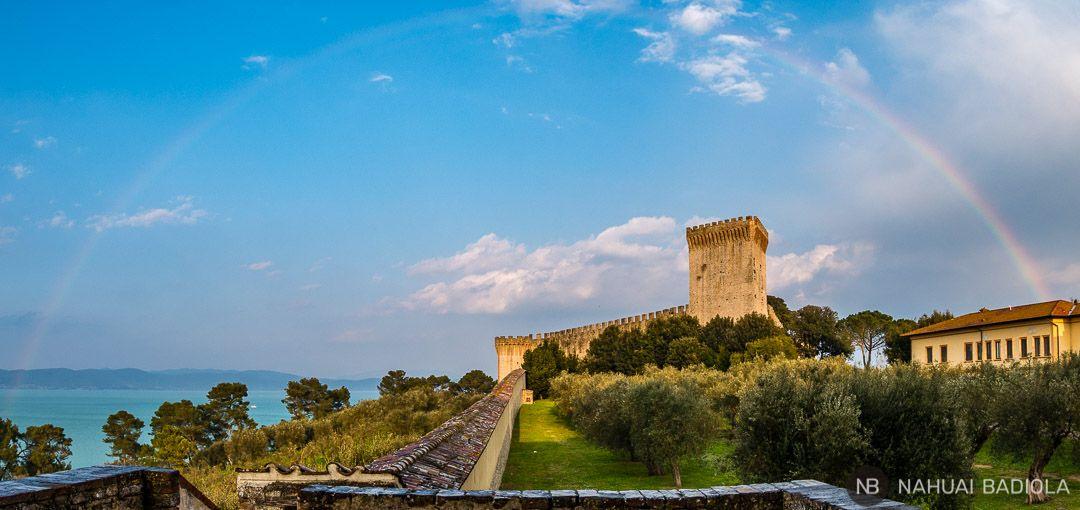 Castillo junto al lago Trasimeno