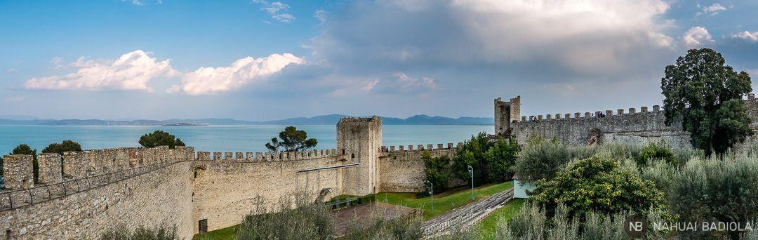 Castillo junto al Trasimeno, Umbria