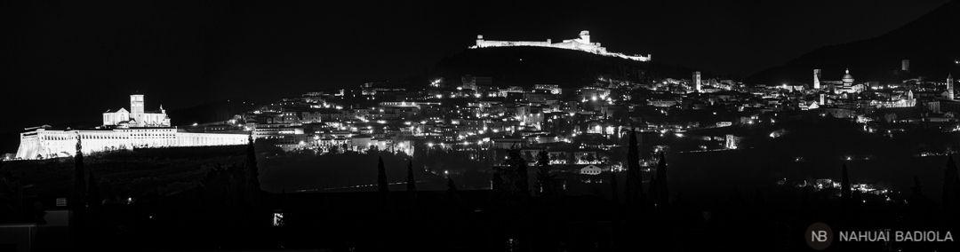 panoramica de asis de noche