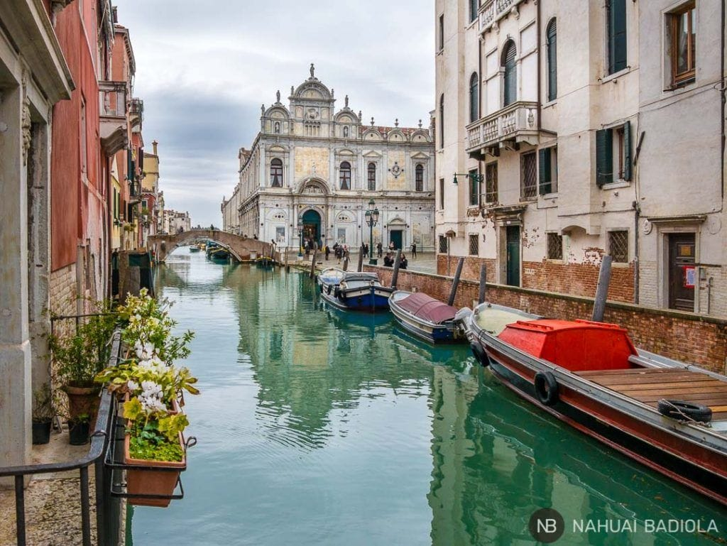 Plaza con museo e iglesia en Castello, Venecia
