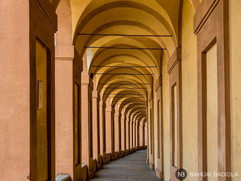 Arcos de la vía San Luca de Bologna