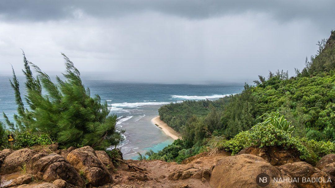 Vistas de la playa Kee desde el Kalalau trail, Hawaii