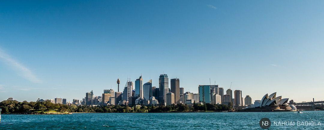 Vistas del distrito financiero y la Opera House de Sidney desde el ferry a Manly