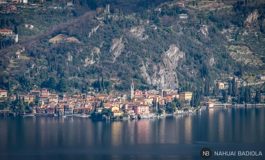 Detalle de Varenna visto desde la iglesia San Martino en el Lago de Como