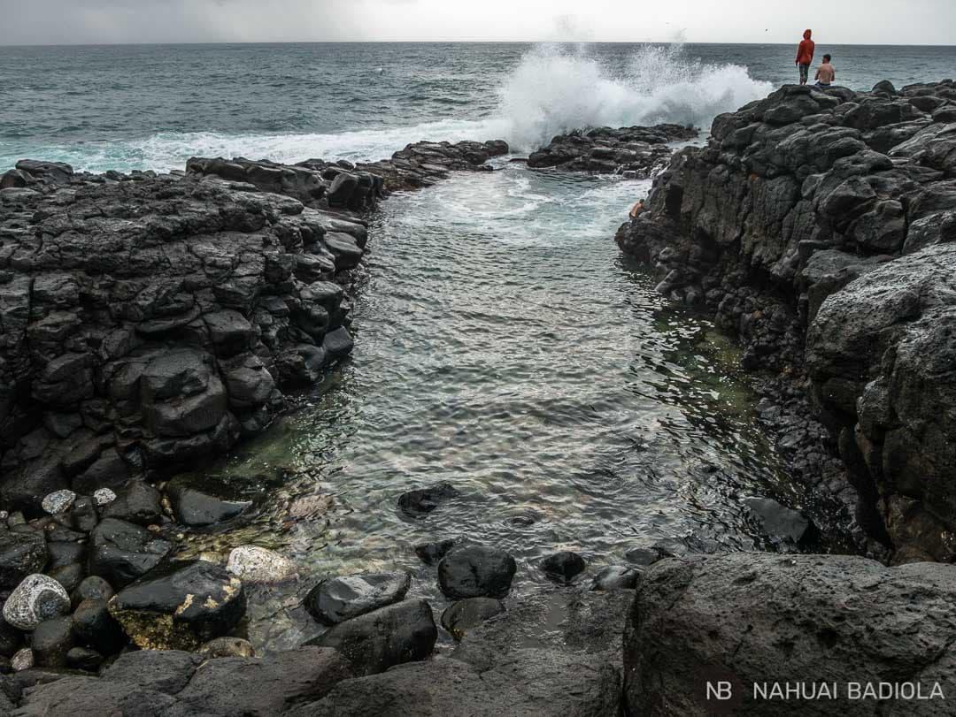Olas entrando en el Queen's Bath, Kauai