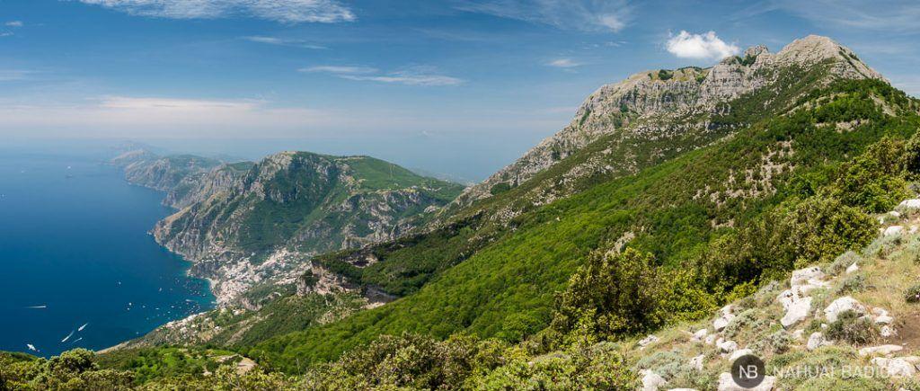 Panorámica de la costa Amalfitana y el monte Pizzi desde el monte Tre Calli.