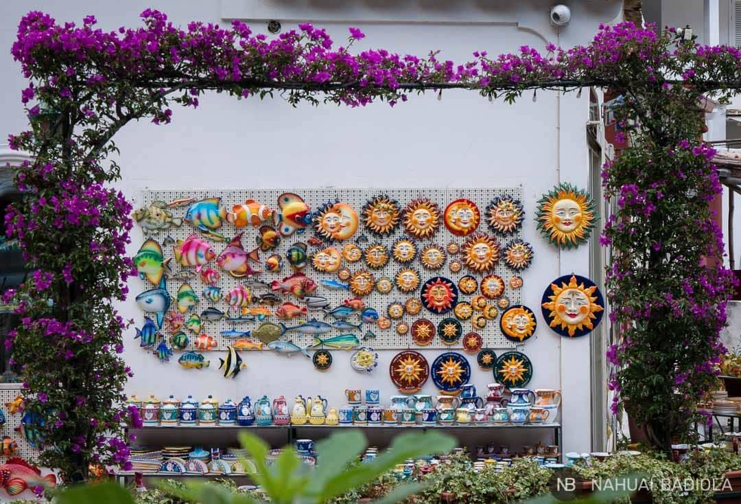 Colorida tienda de cerámica en Positano.
