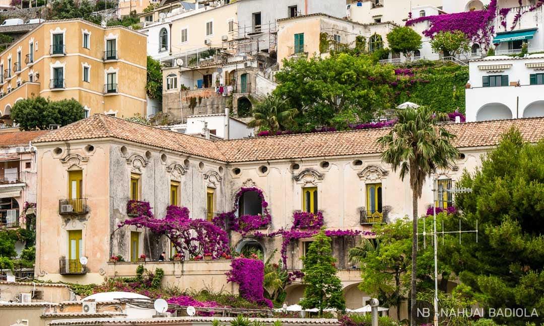 Un palacio florido de otra época en Positano.