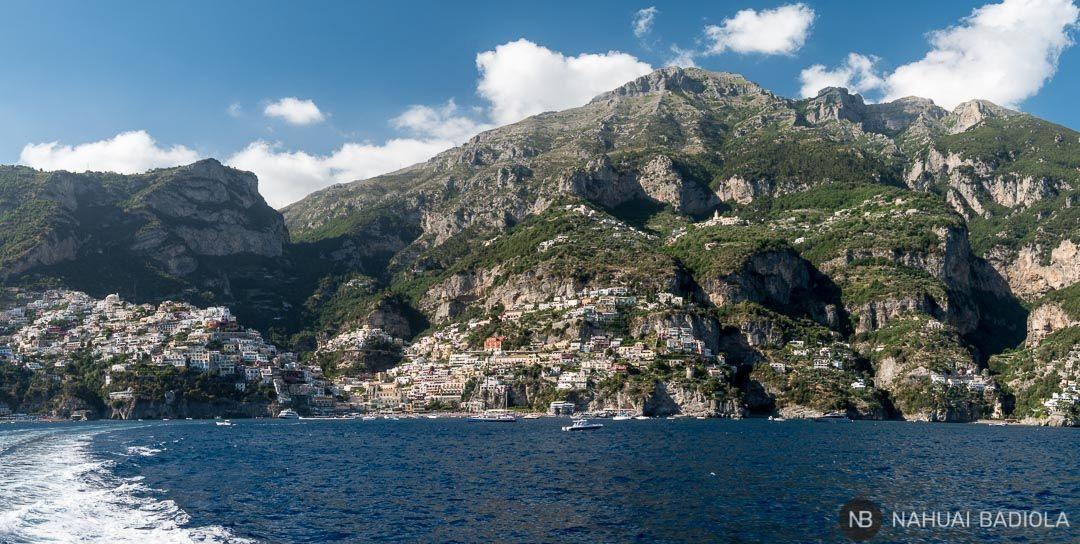 Panorámica de Positano desde el ferry que lleva hasta Amalfi.