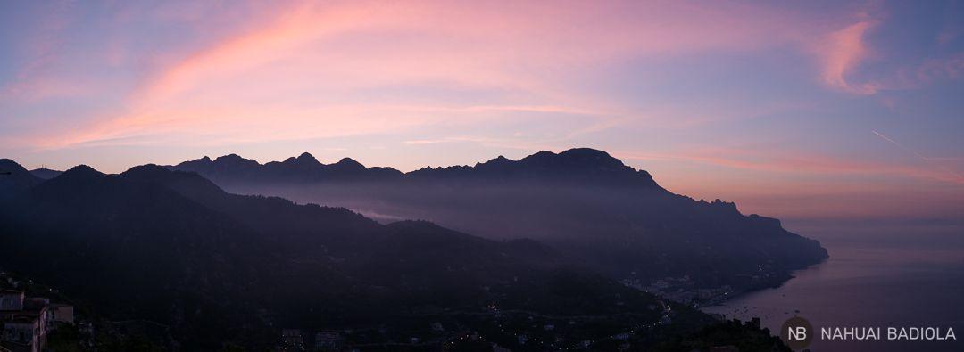 Amanecer sobre la costa Amalfitana vista desde Ravello