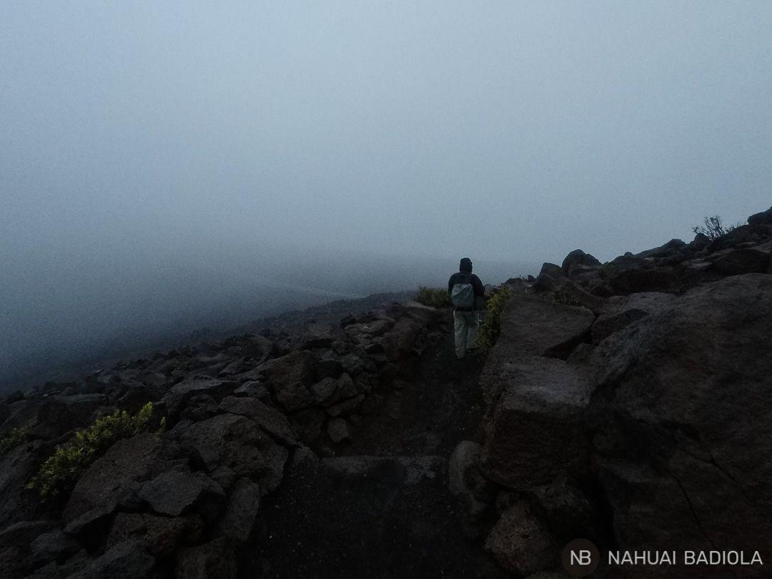 Volviendo al coche tras otro intento fallido de ver amanecer sobre el Haleakala.