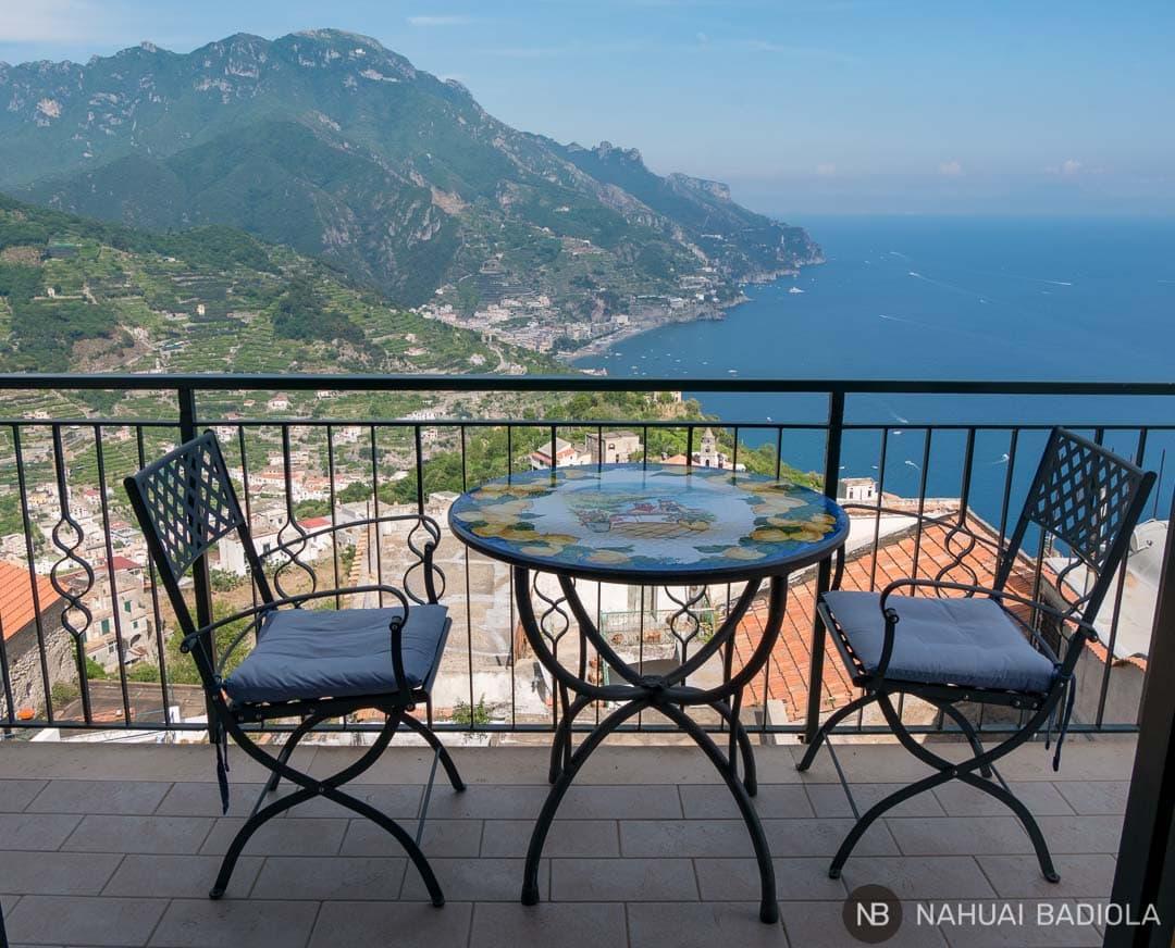 Vistas de la costa amalfitana desde nuestro apartamento de alquiler, Dimora Sveva, en Ravello.