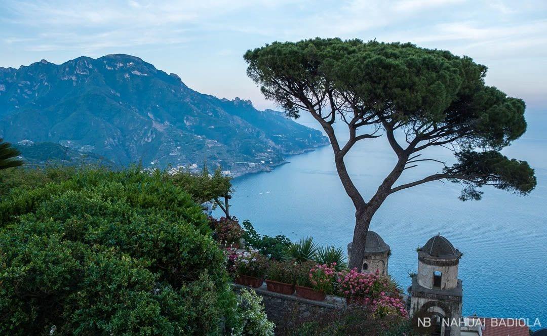 Famosas vistas de la costa amalfitana desde villa Rufolo, en Ravello.
