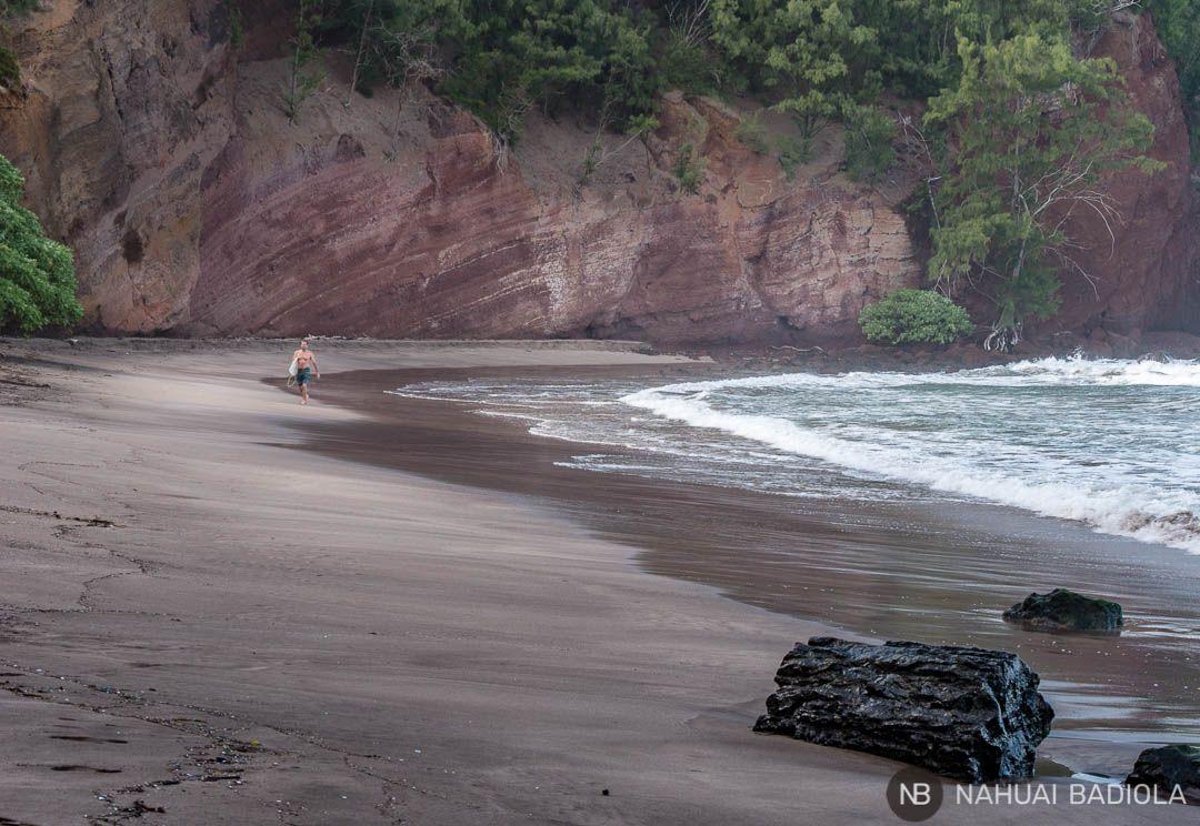 Playa de Koki, frecuentada por surfistas, en el Road to Hana, Maui.
