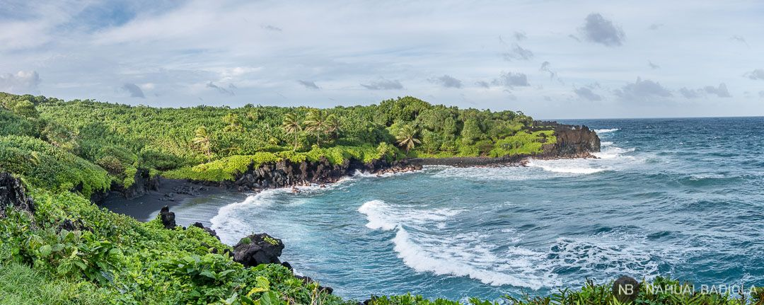 La playa Black Sand Beach dentro del parque Wai'anapanapa, en el Road to Hana de Maui.