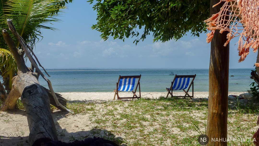 Relajándonos en hamacas con vistas al mar, Gamboa, Brasil.