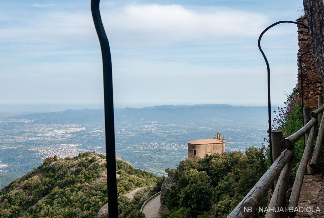 Abadía de Sant Joan (nueva) vista desde las ruinas de Sant Onofre, Montserrat, Barcelona