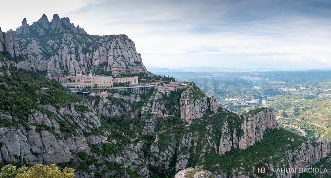 Panoramica de la abadía de Montserrat desde el mirador de la Cruz de Sant Miquel