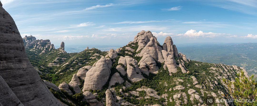 Vistas panorámicas de los picos de Montserrat desde el mirador de Santa Magdalena