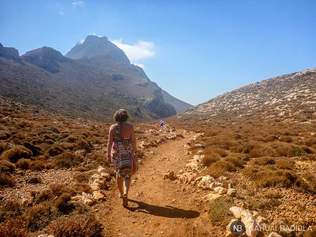 Camino de tierra que lleva a la playa de Balos, en Creta.