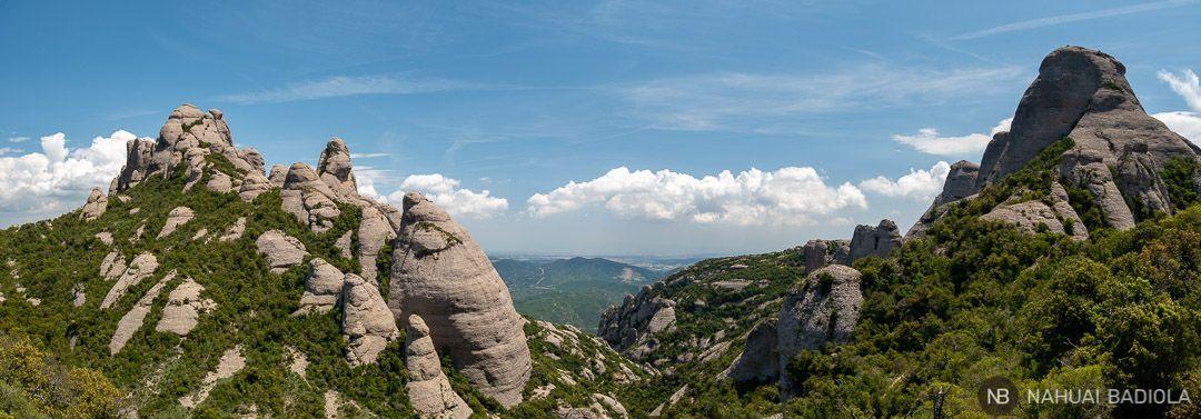 Panorámica de las agujas de Montserrat camino a Sant Jeroni, Barcelona.