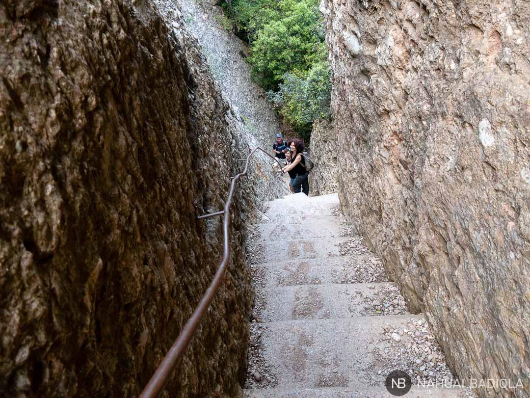 Paso de los Franceses que desciende desde el Pla dels Ocells al Monasterio de Montserrat