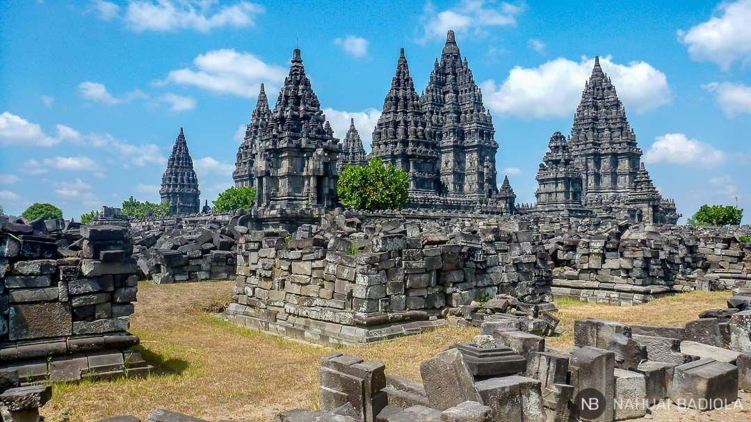 Ruinas de algunos templos hindús en Prambanan, Indonesia.
