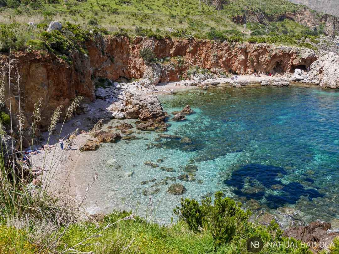 Vistas de la cala della Disa en Sicilia, reserva del Zíngaro.