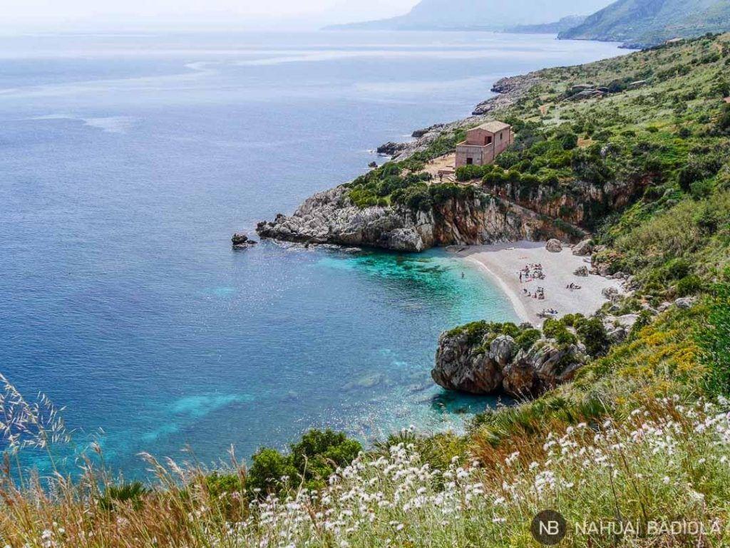Cala Tonnarella dell'Uzzo, reserva natural Zíngaro, Sicilia.