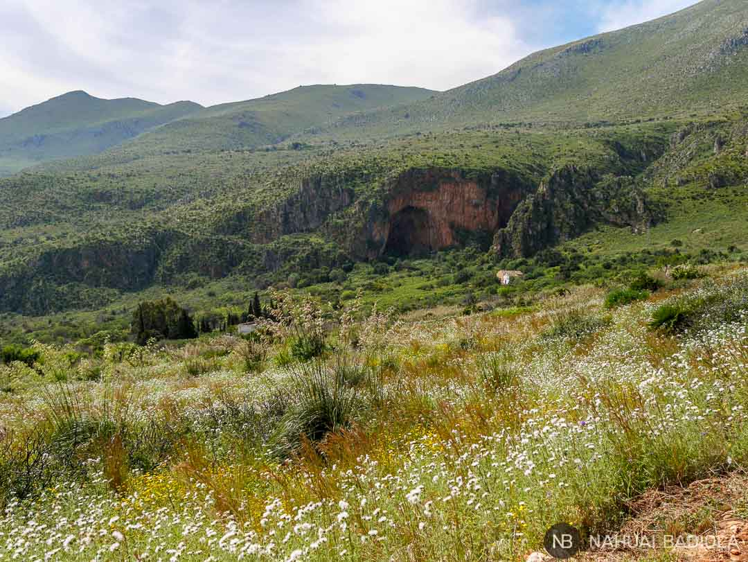 Cueva dell'Uzzo en la reserva natural del Zíngaro, Sicilia.