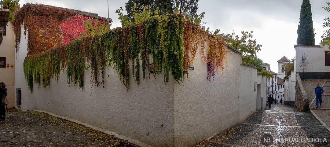 Cuesta de San Gregorio y esquina de Casa Porras en Granada.