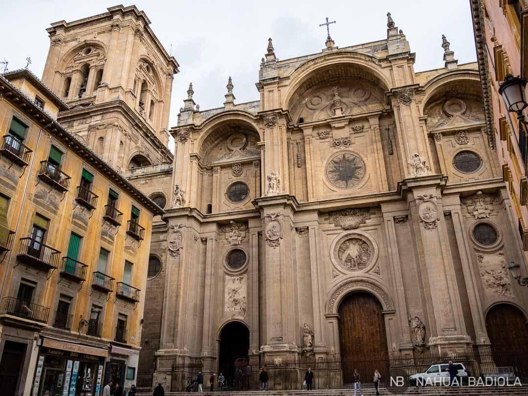 Plaza de las Pasiegas en la puerta de la catedral de Granada.