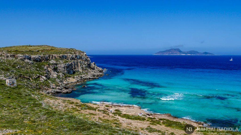 Vista parcial de la playa Cala Rossa, Favignana.