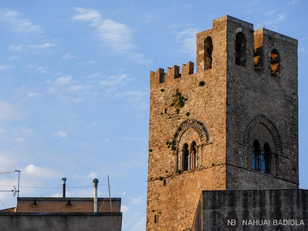 Torre de la iglesia en Erice, Sicilia.