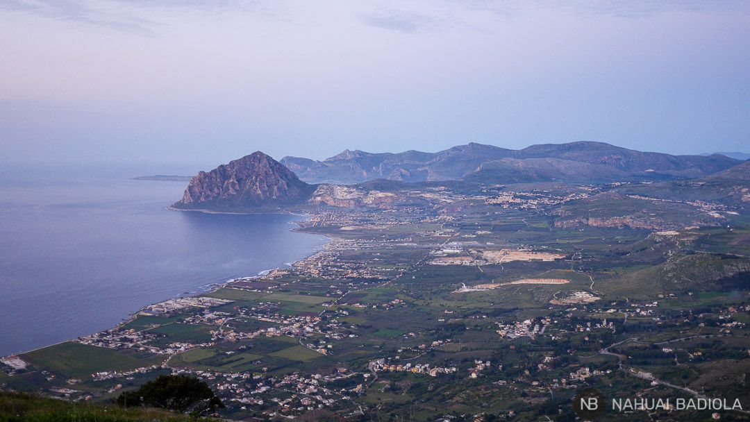 Vistas al atardecer del monte Cofano desde Erice
