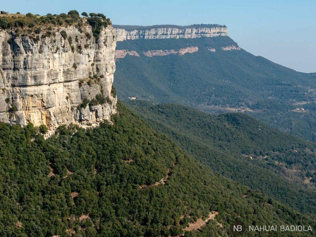 Vistas de los acantilados de piedra desde el Salt del Sallent