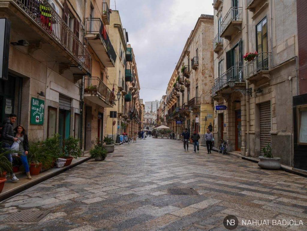 Corso Vittorio Emmanuele peatonal en Trapani, Sicilia.