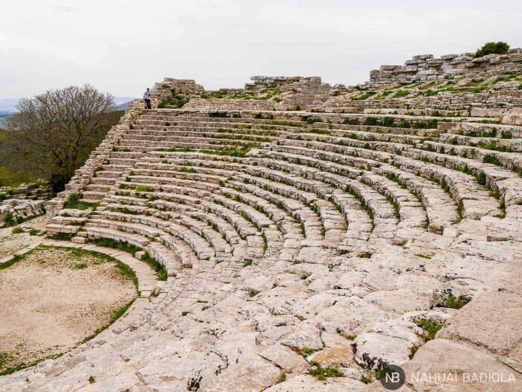 Escaleras del teatro de Segesta, Italia.