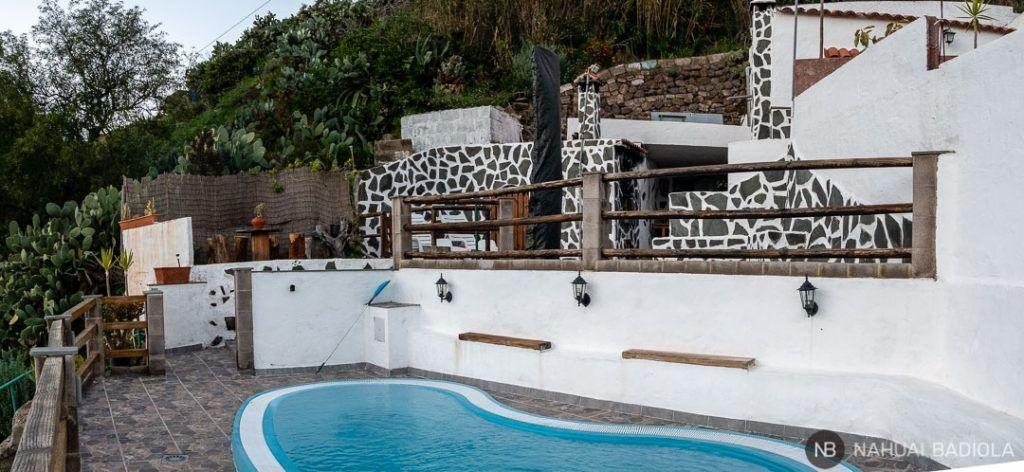 Piscina y terraza en Casa cueva Lola