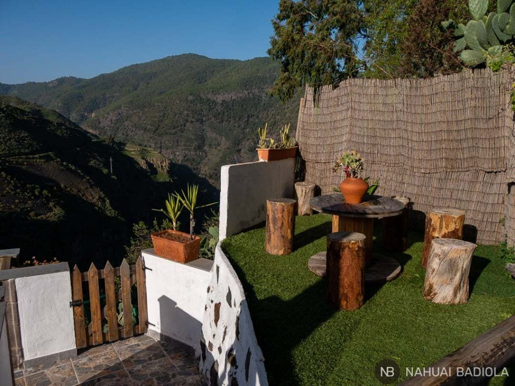 Terraza junto a la piscina de Casa cueva Lola, Gran Canaria.