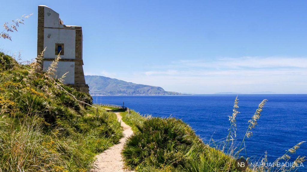 Torre Monte Cofano en el sendero