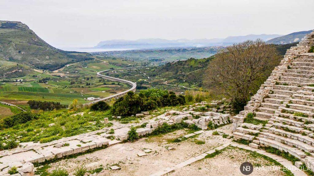 Vista de la costa de Sicilia desde el teatro de Segesta.