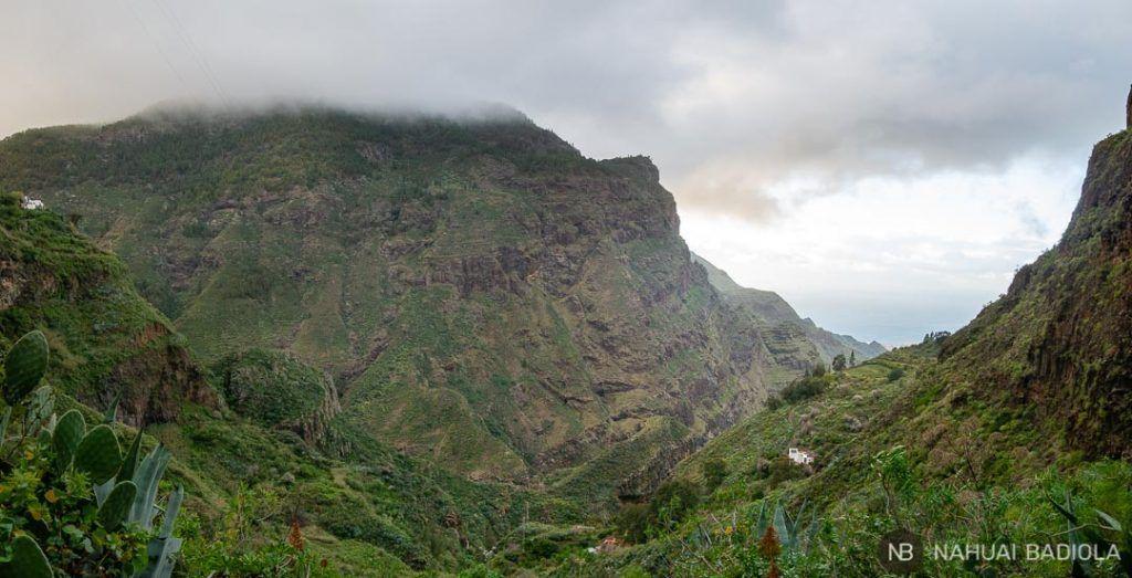 Vistas de la costa de Agaete desde el Barranco del Sao, Gran Canaria.