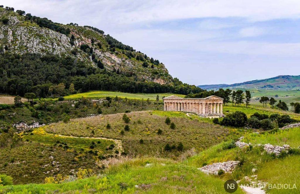 Vista del templo de Segesta desde el camino al teatro.